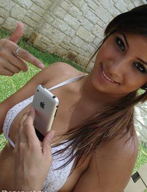 Sexting, la moda esplode in Italia: sms e foto osè per un ragazzo su due
