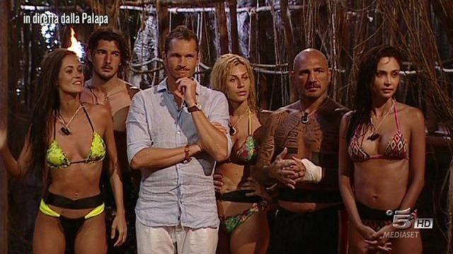 gracia-de-torres-in-bikini-sull-isola_647527