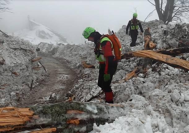 il-soccorso-alpino-in-azione-a-rigopiano-590476.610x431