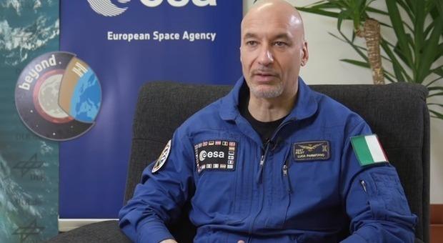 Luca Parmitano: «Nello spazio sapevo del Coronavirus già da novembre». Poi si corregge: «Il mio lapsus strumentalizzato»
