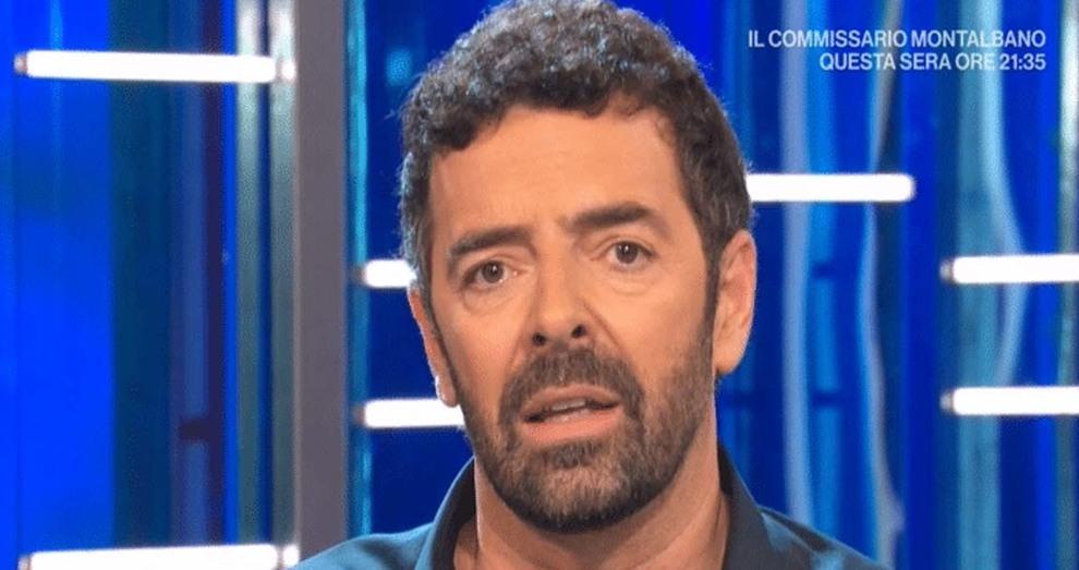 Alberto Matano, paura alla Vita in Diretta: «Inviato e cameraman presi a calci e pugni»