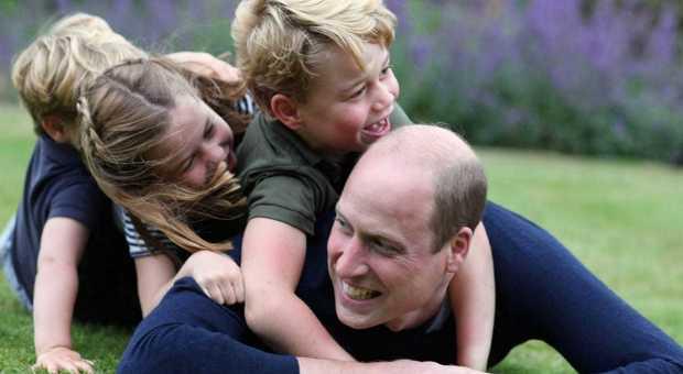 5301110_1556_principe_william_con_tre_figli_per_festa_papa_giugno_2020