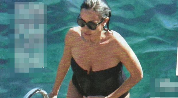 Mara Carfagna incinta al sesto mese, vacanza con Alessandro Ruben a Capri