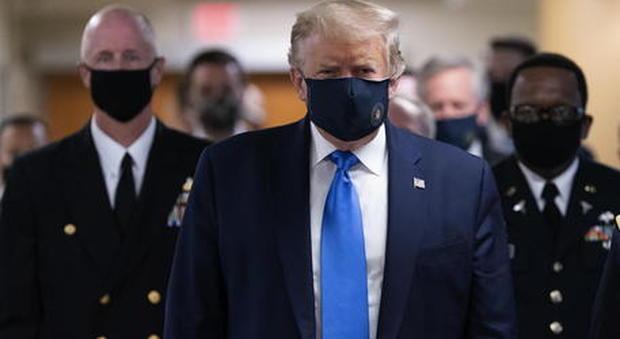 Coronavirus, Trump cede e indossa la mascherina. Nel mondo ieri oltre 228mila positivi: nuovo record